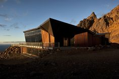 Knoll Ridge Cafe on Mt Ruapehu in New Zealand by Harris Butt Architecture