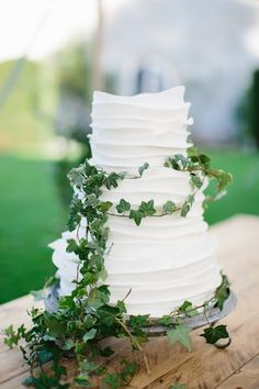 Buttercream Cake Simple White Ivy http://www.melissabeattie.com/
