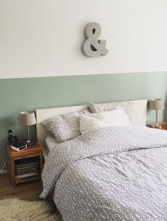 Slaapkamer opfrisbeurt gegeven. Muur half geverfd met Flexa early dew ❤️