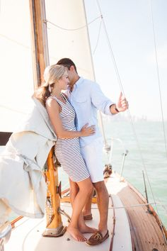 Glamorous e-sesh on a sailboat | Photography: Hunter Ryan Photo - www.hunterryanphoto.com