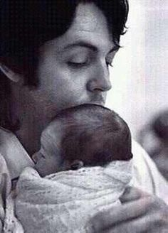 Awwwwwwwwwwwwwwwwww  Paulie is such a good daddy