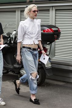 yeah, she's awesome. #PhoebeArnold working a white shirt/denim combo in Paris.