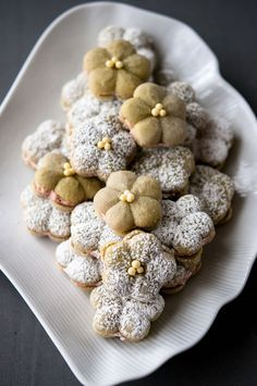 pretty matcha almond cookies with raspberry filling