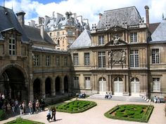 Paris museums! List and descriptions and addresses!