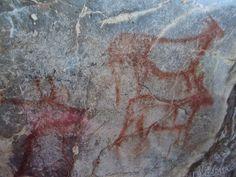 La Cueva de El Pendo (Cantabria) está incluida en la lista del Patrimonio de la Humanidad. La cueva y sus pinturas rupestres han regalado a la comunidad científica internacional datos muy relevantes para el conocimiento de los asentamientos humanos, desde el hombre de Neandertal (entre 84.000 y 35.000 años atrás) al del Paleolítco (33.000 años atrás). Presenta un friso de pinturas de gran espectacularidad. Lo componen varias ciervas, una cabra, un caballo y otros dos animales sin…