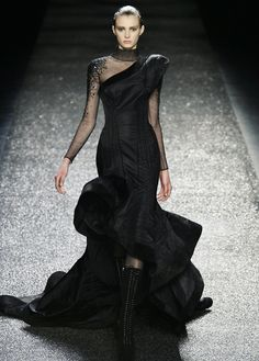 Nina Ricci designed this beautiful black  evening gown and Sherri looks so  gorgeous in it!   <3