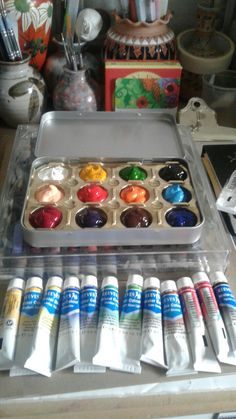 I found this tin in my local charity shop. Cut out the inside of a chocolate tray, filled it full of watercolour paint I am ready to go. Mixed Media Boxes, Cigar Box Art, Watercolor Kit, Artist Aesthetic, Charity Shop, Water Colors, Lifehacks, Watercolour Painting, Art Studios