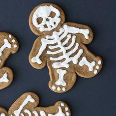 Scary Skulls! 11 Bone-Chilling Skeleton Desserts for Halloween