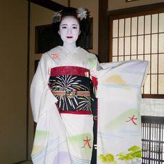 August 2016: maiko Katsusen wearing a Daimonji-themed kimono by tsak1027 on Instagram