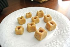 PillPockets5_01.JPGIngredients:  2 tablespoons brown rice flour* 1 tablespoon milk** 1 tablespoon smooth peanut butter