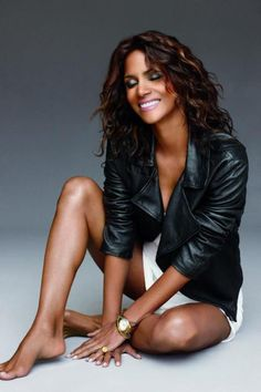 49 Sexy Halle Berry Feet Pictures will get you all sweating with the hotness Halle Berry Sexy, Halle Berry Style, Black Is Beautiful, Beautiful Women, Simply Beautiful, Hally Berry, Sexy Ebony Girls, Divas, Cleveland