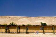 Escuela en el desierto, Cisjordania (Palestina), revestida con cañizo