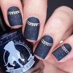 diseño con dorado de uñas largas