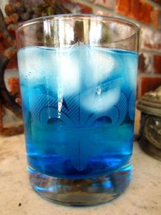 Fizzy Blue Peach: Combine equal parts Peach schnapps and Blue Curacao, and top with Sprite or soda water.