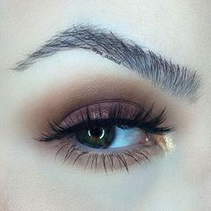 abh eyeshadows using Red Earth, Sangria on my lids and Fawn and Amber in the crease! I put a touch of Bella Terra loose pigment in the color Sweet Gold on my lid and that gave it that beautiful hint of shimmer, and I also place Iridescent in the inner corner of my eye! I used @studiostylenyc #lashes in Diva with @motivescosmetics mascara