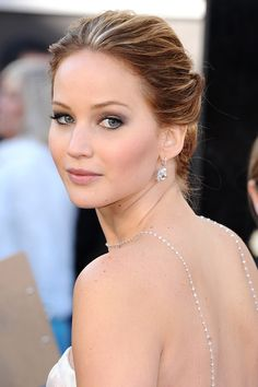 Jennifer Lawrence paired her romantic up-do with subtle smoky eyes and pale pink lips.