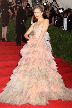 METガラパーティ速報。大人気セレブが纏うスーパーモードなドレスに釘づけ! | セレブ&パーティー | ファッション | VOGUE