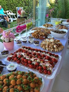 Wedding Buffet Food Party Buffet Food Set Up Food Platters Christmas Brunch Brunch Party Food Presentation Appetizers For Party Party Snacks Wedding food finger baby shower New Ideas Snacks Für Party, Appetizers For Party, Brunch Recipes, Appetizer Recipes, Picnic Recipes, Waffle Recipes, Comidas Pinterest, Breakfast And Brunch, Reception Food