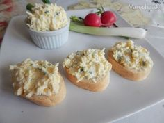 Vajíčkovo-syrová nátierka (fotorecept) Canapes, Baked Potato, Mashed Potatoes, Muffin, Food And Drink, Treats, Snacks, Pizza, Cooking