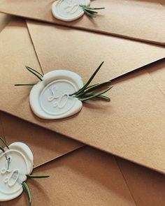 Get inspiration for DIY Wedding Invitations Ideas, choose your own design, then create it in your special day - Choose your favorite theme right here! Christmas Wedding Centerpieces, Christmas Wedding Decorations, Christmas Wedding Invitations, Minimalist Wedding Invitations, Unique Wedding Invitations, Wedding Stationary, Wedding Invitation Cards, Wedding Cards, Diy Wedding