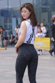 Thick Girl Fashion, Korean Girl Fashion, Asian Models Female, Fashion Tights, Sporty Girls, Girls In Leggings, Cute Asian Girls, Sexy Jeans, Beautiful Asian Women