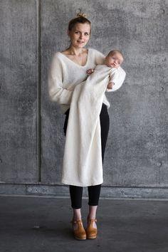 Ellens Dåbskjole - et PetiteKnit strikkekit fra Citystoffer I Cord, Crochet Wedding, Sliders, Christening, Knit Crochet, Fur Coat, Normcore, Fancy, Wool