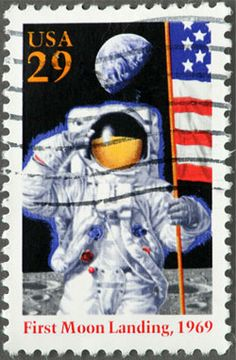 USA Commemorative postage stamp for the first moon landing 1969 Old Stamps, Vintage Stamps, Programa Apollo, Postage Stamp Collection, Commemorative Stamps, Postage Stamp Art, Going Postal, Tampons, Fauna