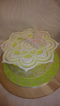 royal icing cake from cork sugar craft competition royal icing collar - modern Lambeth techniques Royal Icing Piping, Royal Icing Cakes, Coral Cake, Cupcake Tutorial, Icing Techniques, Ice Cake, Fashion Cakes, Cake Board, Sugar Craft