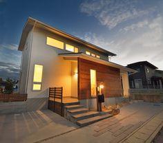 光と風が巡るL字型の家 Space Architecture, House Front, Country Life, Bali, Exterior, Mansions, House Styles, Design, Home Decor