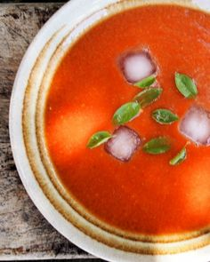 70 calories: Roast Tomato and Garlic Soup for the 5:2 Diet and Weight Watchers. Recipe at the buttom of page.