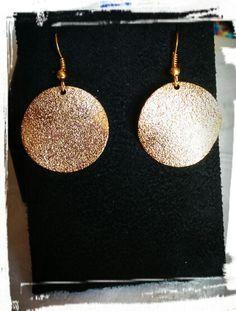 Orecchini a cerchio in metallo