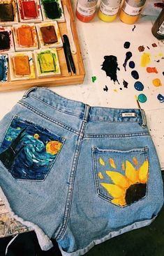 DIY Idee: Upcycling Boyfriend Jeans bemalt mit Textilfarbe Hose I Malen I Paint I Taschen I Pockets The post DIY Idee: Upcycling Boyfriend Jeans bemalt mit Textilfarbe appeared first on Summer Diy. Summer Outfits, Cute Outfits, Artsy Outfits, Diy Summer Clothes, Summer Outfit With Jeans, Outfits With Jean Shorts, T Shirt And Jeans Outfit, Denim Shorts, Diy Outfits