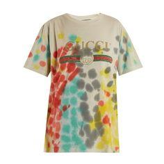 Gucci Tie-dye logo-print T-shirt (730 NZD) ❤ liked on Polyvore featuring tops, t-shirts, multi, tye dye t shirts, tie dye t shirts, metallic gold t shirt, cotton t shirts and logo design t shirts