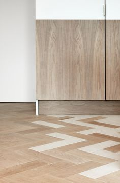 Facet House by Platform 5 Architects Perfect combination of white and wood… an… - Home Decor Flooring Wooden Floor Tiles, Wood Tile Floors, Timber Flooring, Parquet Flooring, Vinyl Flooring, Kitchen Flooring, Unique Flooring, Best Flooring, Flooring Options
