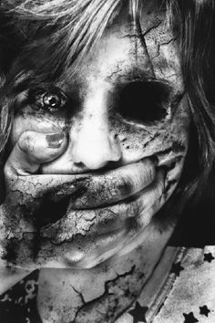 Very Scary Halloween Make Up Ideas For Girls 2013 2014 1 Very Scary Halloween… Looks Halloween, Scary Halloween, Happy Halloween, Arte Horror, Horror Art, Horror Movies, Creepy Horror, The Crow, Dark And Twisted