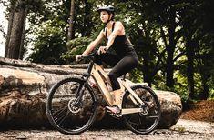 Als erstes Trekking E-Bike bietet der E-Cross einen 100% unsichtbaren, voll integrierten Elektroantrieb E Bike Antrieb, E Motor, Motorcycle, Lady, Boat Building, Bicycle, Motorcycles, Motorbikes, Choppers