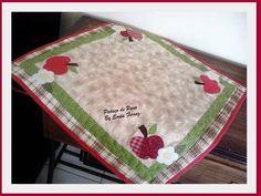 Pano pra usar em cima do fogão.  Confeccionado em tecido 100% algodão, nacionais e importados. Aplicações e cores podem variar de acordo com a sua preferência.