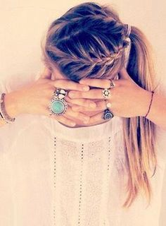 Cute hair style. someone learn to do this for me!