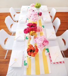 Love this sunny floral tablescape