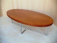 mesa ratona de diseño moderno y minimalista
