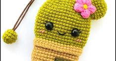 Translation: MATERİALS: * Any cotton yarn (green and brown) * 8 mm eyes * Hook according to the selected yarn ABB. Crochet Key Cover, Crochet Case, Crochet Cactus, Crochet Flowers, Free Crochet, Car Hanging Accessories, Crochet Accessories, Double Crochet, Single Crochet