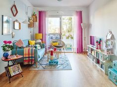 An apartment in Spain brimming with luminosity and color - Decoration, Room Decoration, Decoration Appartement, Home Decor, Bedroom Decor Living Room Designs, Living Room Decor, Deco Retro, Colourful Living Room, Apartment Interior Design, Design Interior, Deco Design, Home And Deco, Malaga