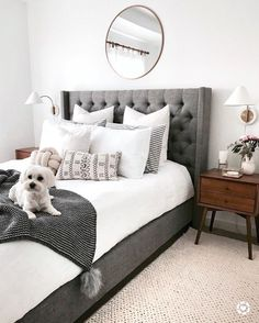 Cozy Home Decorating Ideas for Girls' Bedroom Bedroom Apartment, Home Decor Bedroom, Bedroom Furniture, Wood Bedroom, Bedroom Rustic, White Furniture, Bedroom Wall Lamps, 70s Bedroom, Marble Bedroom