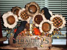 How to Make Primitive Fabric Sunflowers – Prim Mart Comment faire des tournesols en tissu primitif – Prim Mart Flower Crafts, Diy Flowers, Fabric Flowers, Paper Flowers, Diy Projects To Try, Crafts To Make, Craft Projects, Craft Ideas, Project Ideas