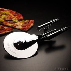 This Star Trek pizza cutter. | 27 Wonderfully Geeky Products You Never Knew Your Kitchen Needed