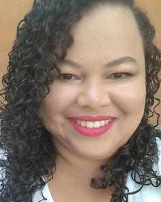Apaixonei nessa make que fiz ontem ao vivo, que acompanhou?Pensando em reproduzir em vídeo pro canal, o que acham?Batom líquido Rosa Encanto Delineador líquido E máscara de cílios @fenzzamakeup #destaquesuabeleza  #selfie #make #hair #cachos #bblogger #smile #maquiagem #vidadeblogueira #youtuber #ootd #photoshoot #love #follow #linda #vidareal #boanoite #itsdaicoelho
