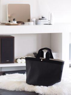 エルベのバッグがすっごく良かった件。 | ひよりごと - 楽天ブログ Fashion Bags, Fashion Beauty, Womens Fashion, Office Fashion, Pouch, Tote Bag, Lady, Clothes, Handbags