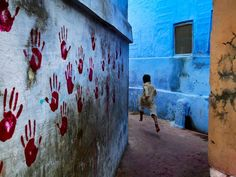 Google Image Result for http://images.nationalgeographic.com/wpf/media-live/photos/000/040/cache/steve-mccurry-wall_4082_600x450.jpg