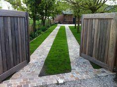 Modern Driveway, Stone Driveway, Brick Walkway, Driveway Design, Driveway Landscaping, Outdoor Landscaping, Outside House Colors, Landscape Design, Garden Design