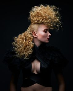 VOLUME + TEXTURE = EPIC HAIR ART Creative Hairstyles, Up Hairstyles, Hairdos, High Fashion Hair, Competition Hair, Epic Hair, Avant Garde Hair, Editorial Hair, Shooting Photo